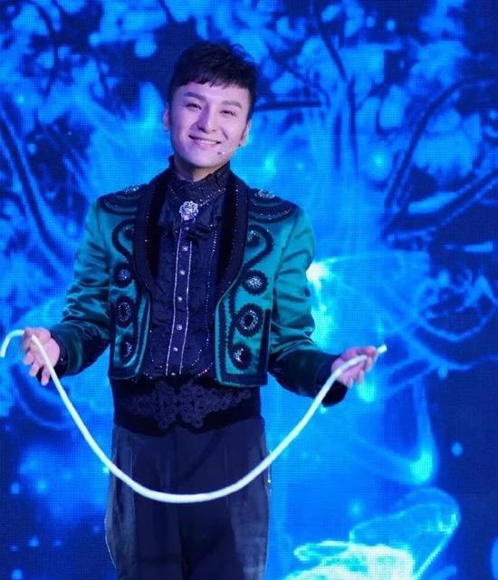 央视魔术大咖傅琰东
