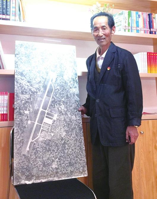 崔老和他提供的1978年双流机场航空测绘图