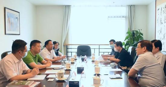 宝兴县委书记冯俊涛赴京拜会中国文联