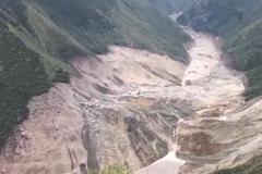 山体滑坡金沙江形成堰塞湖