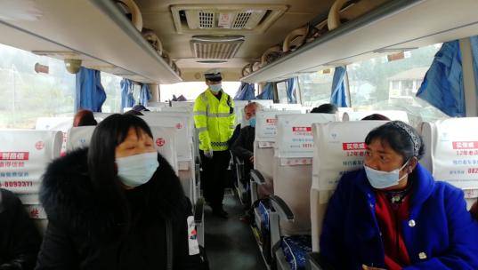 龙凤交警中队开展客运车辆检查整治行动
