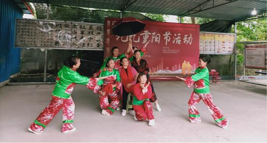 射洪市沱牌镇举办九九重阳节活动