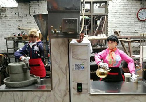 七旬老人当创客研发豆浆机器人