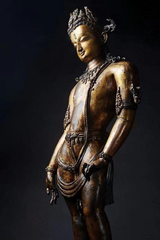 13世纪 莲花手菩萨 尼泊尔   铜鎏金 嵌宝石 H78cm   著录:《缘起-喜马拉雅艺术》文物出版社,2017年,P196。