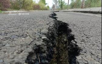 资阳苌弘大道路面出现大裂缝