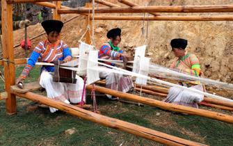 傈僳族火草织布技艺