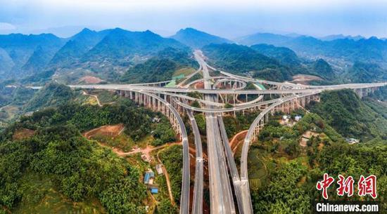 资料图:航拍建成通车的仁沐新高速公路沐川枢纽。 高路川 摄