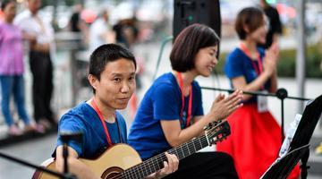 成都:街头音乐让城市更浪漫