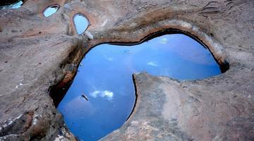 凉山会东 鲹鱼河惊现奇石谷壶穴地质奇景