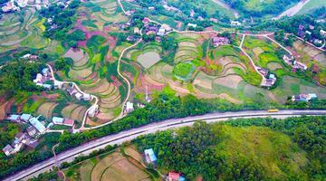 华蓥:筑好山路十八弯 串起美丽新家园