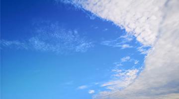 乐山的天空 湛蓝与繁星争艳