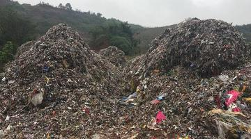 一夜之间乐山绿心内现数十吨倾倒垃圾