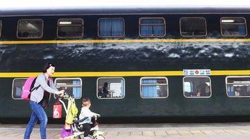 再見!川渝地區最后的雙層火車本周退役