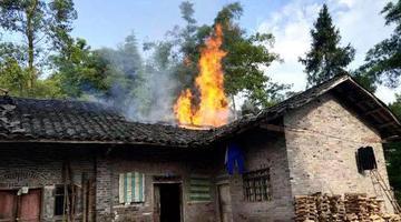 76岁老人纵火烧家 计划出门乞讨