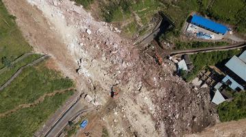 成昆铁路线甘洛县山体垮塌17人失联