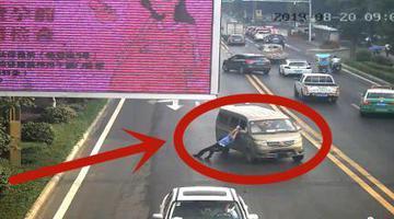 男子超载被查 将交警强行拖行200米