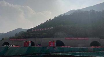 天府国际机场高速龙泉山隧道8洞贯通