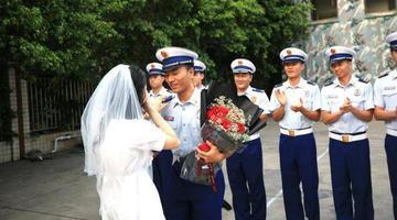 攀枝花女幼师向消防男朋友求婚