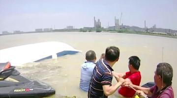 乐山一游艇翻覆 4人被困后获救