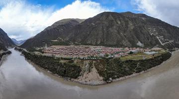 金沙江畔这个美丽藏寨 藏着致富基地