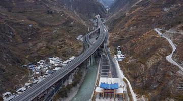 四川高速公路已破8000公里