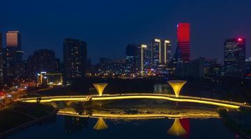 成都城南再增一座网红桥