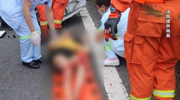 男子疲劳驾驶撞上护栏 男童被甩出窗外