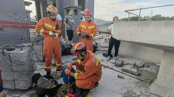 惊险!广元一塔吊司机被困70米高空