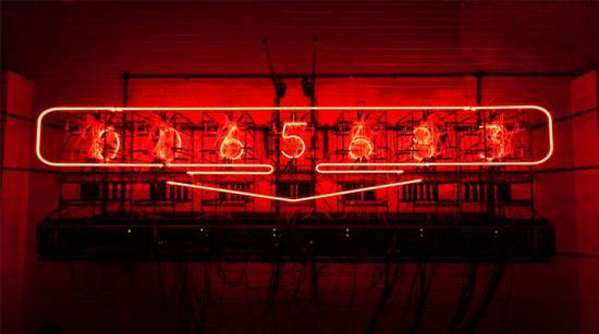 瑞秋·阿亚,《我值这么多(自我估价的艺术作品)》,2017,图片来自白教堂美术馆网站
