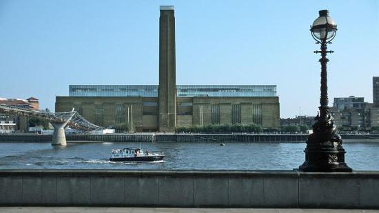 泰晤士河畔的泰特现代美术馆