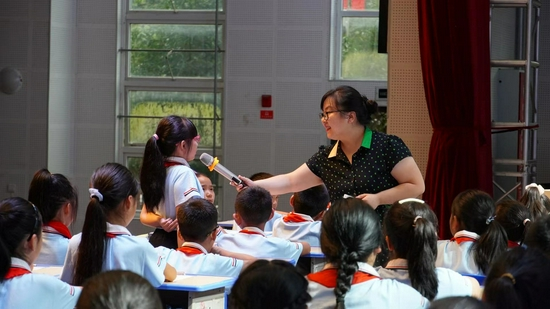 """""""致美四川·根系计划""""公益师训活动第二讲在天全中学举行"""