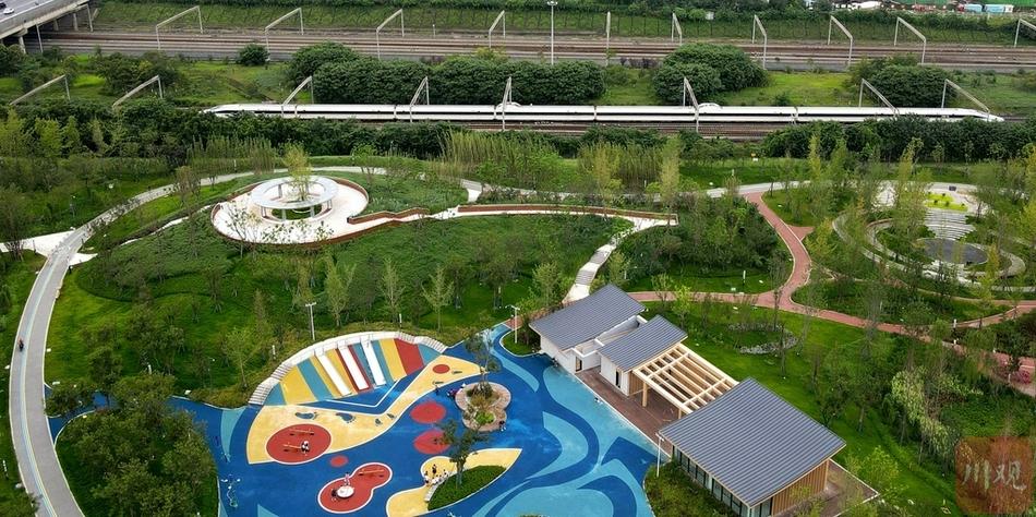 四川成都首个高铁文化主题公园亮相