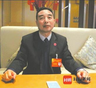 成都市政协委员杨小卜。