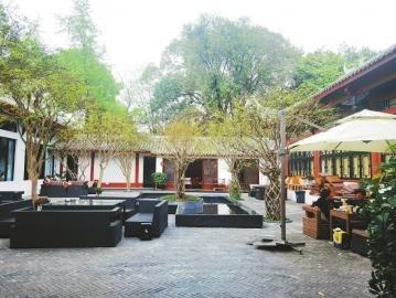 """后 原本的慧园后院,目前由""""音乐房子""""使用,游客可在这里用餐喝茶。"""