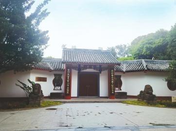 前  以巴金著名小说《家》中部分建筑为蓝本打造的慧园,前门紧闭。