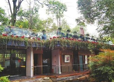 兰园里,如今多了装修风格现代的农夫问道餐厅。