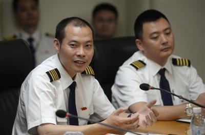 5月16日成都,川航3U8633重庆-拉萨机组召开媒体见面会