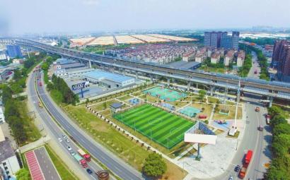 向阳镇体育运动文化广场设施丰富。 向阳镇政府供图
