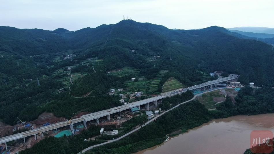 镇广高速王通段全线双幅贯通了