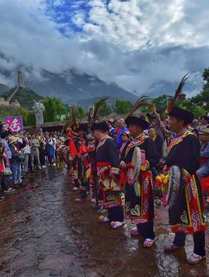 航拍羌族瓦尔俄足节现场