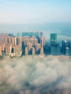 瞰平流霧美景:醉美瀘州變身天空之城