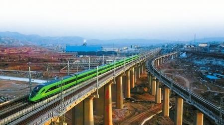"""4月10日,兰州至成都将迎来""""绿巨人""""上线。图据中国铁路"""