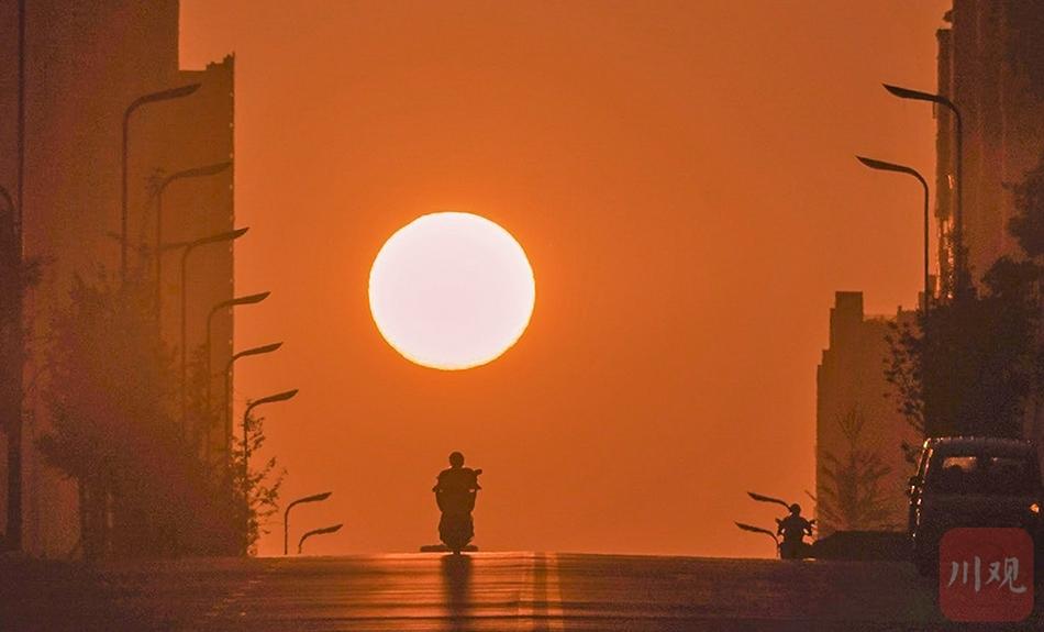 """城市里的太阳奇景:宜宾江安出现""""悬日""""奇观"""