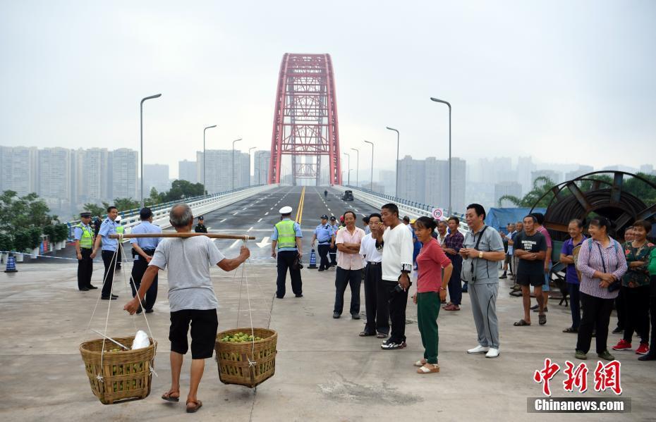 世界最大跨径飞燕式钢管混凝土系杆拱桥建成通车