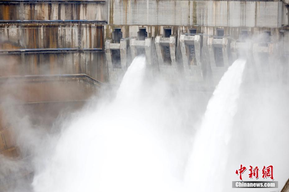 世界在建最大水电站白鹤滩水电站首批机组投产发电