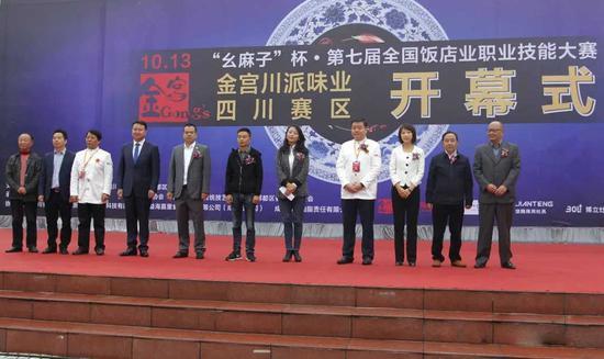 商务校董小平校长(图右2)、陈庆林副校长(图右1)出席开幕式