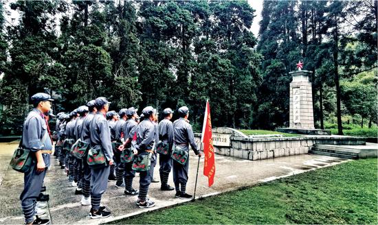 新中国成立70周年专版瞻仰