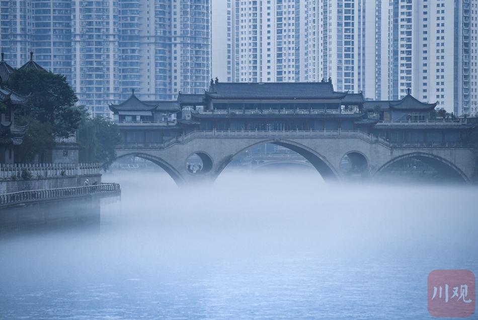 锦江烟雨濛濛 成都安顺廊桥彷如仙境