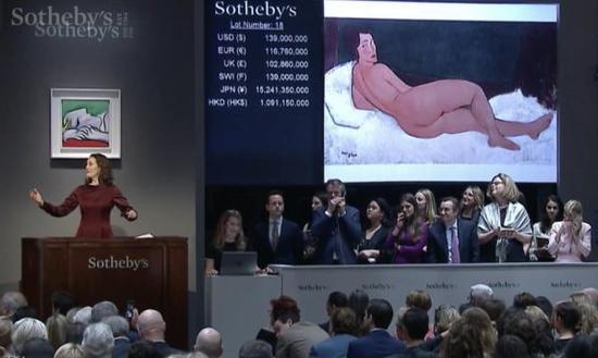 莫迪利亚尼《向左侧卧的裸女》拍卖现场