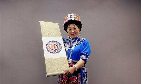 四川兴绣藏羌文化工艺发展有限公司董事长 李兴秀